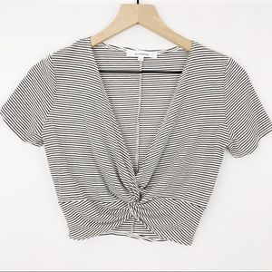 Olivaceous Knotted Crop Top |D04